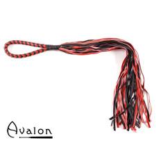 Avalon - MADOC - Sort og Rød Flogger med Loop Lærhåndtak